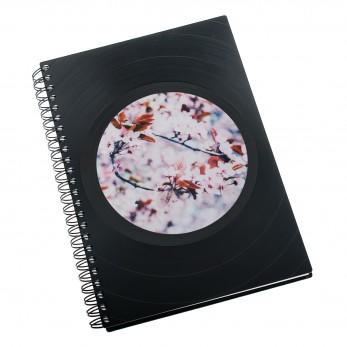Zápisník z vinylových desek A5 - bez linek - Rozkvetlá třešeň