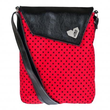 Crossbody kabelka s červenočerným puntíkem sluší modelce a bude slušet i tobě! Originál od Lovemusic.