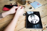 Zápisník z vinylových desek A5 - bez linek - Mandala růžovočerná