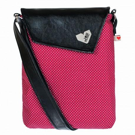 Crossbody kabelka s červeným puntíčkem sluší modelce a bude slušet i tobě! Originál od Lovemusic.