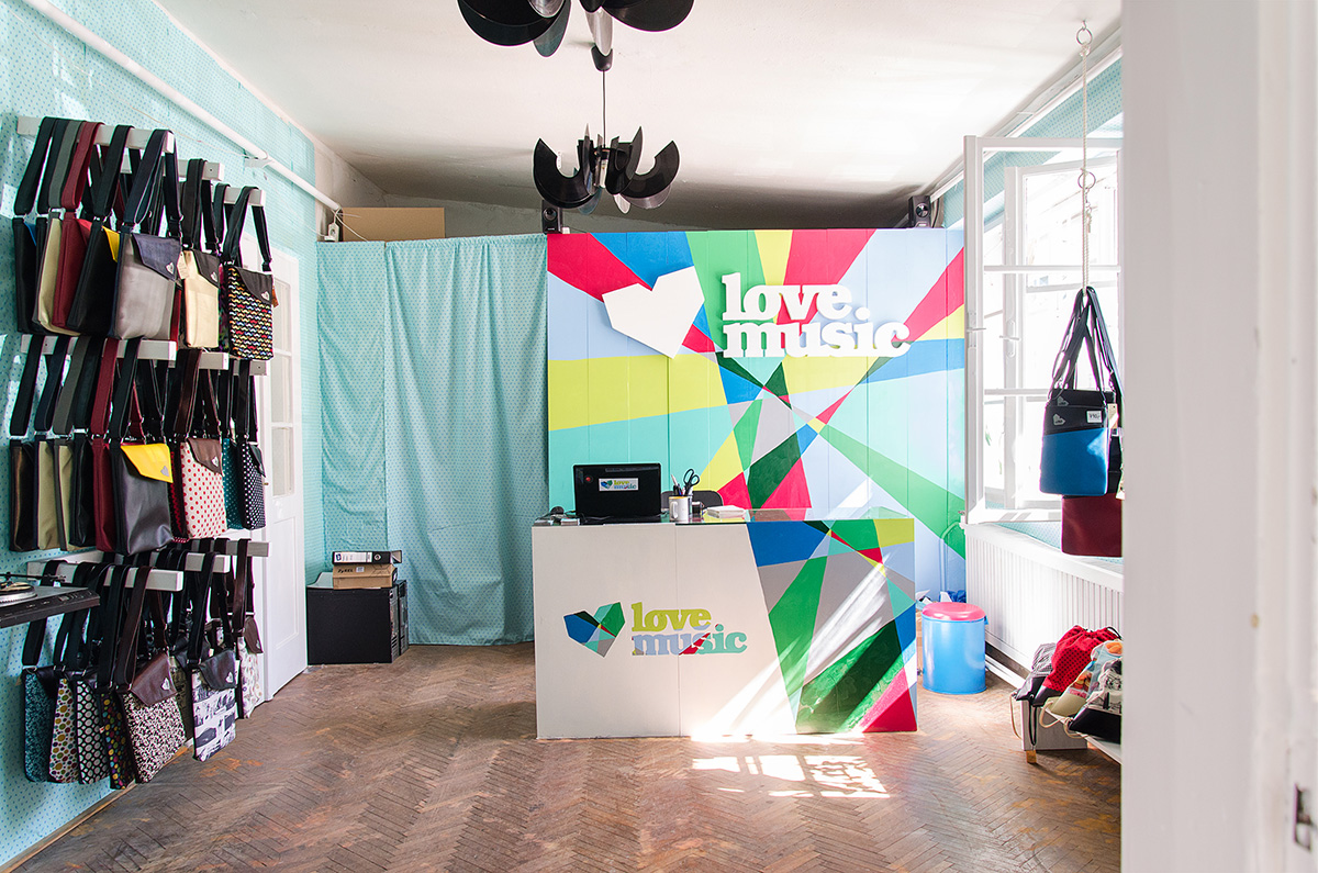Interiér našeho obchůdku Lovemusic na Lidické 77 v Brně